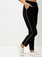 pantalon-de-jogging-droit-noir-avec-details-contrastants