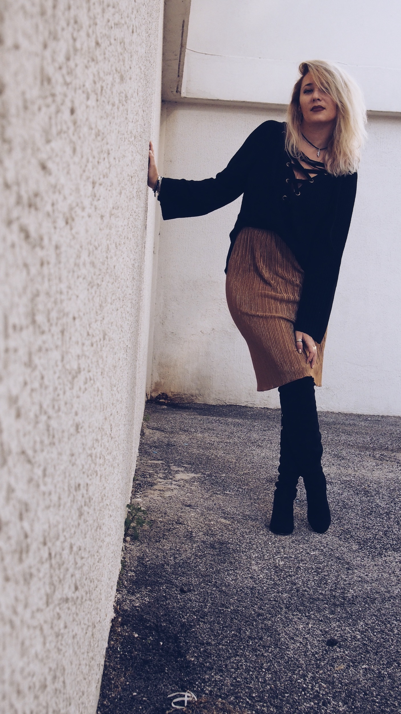 shein-pull-laceup-jupe-lamé-gold-cuissardes-new-look