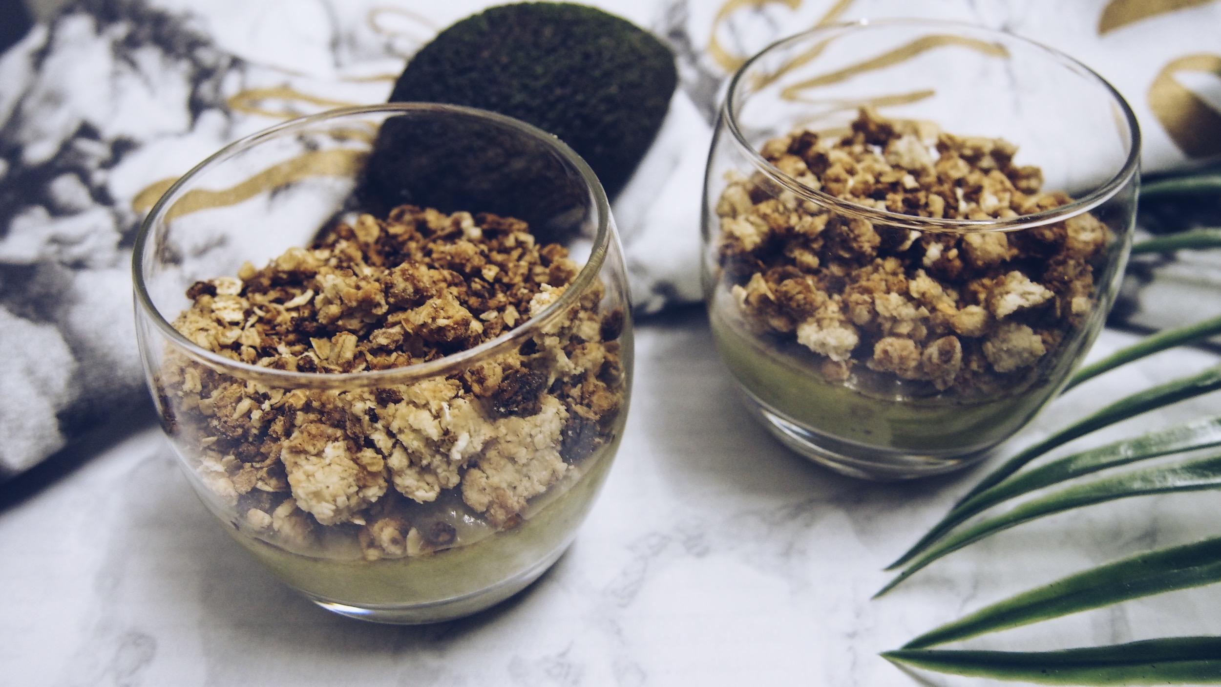 crumble_avocat_banane-dessert-healthy
