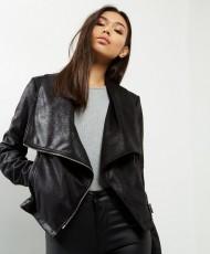veste-noire-en-suédine-à-effet-cascade-