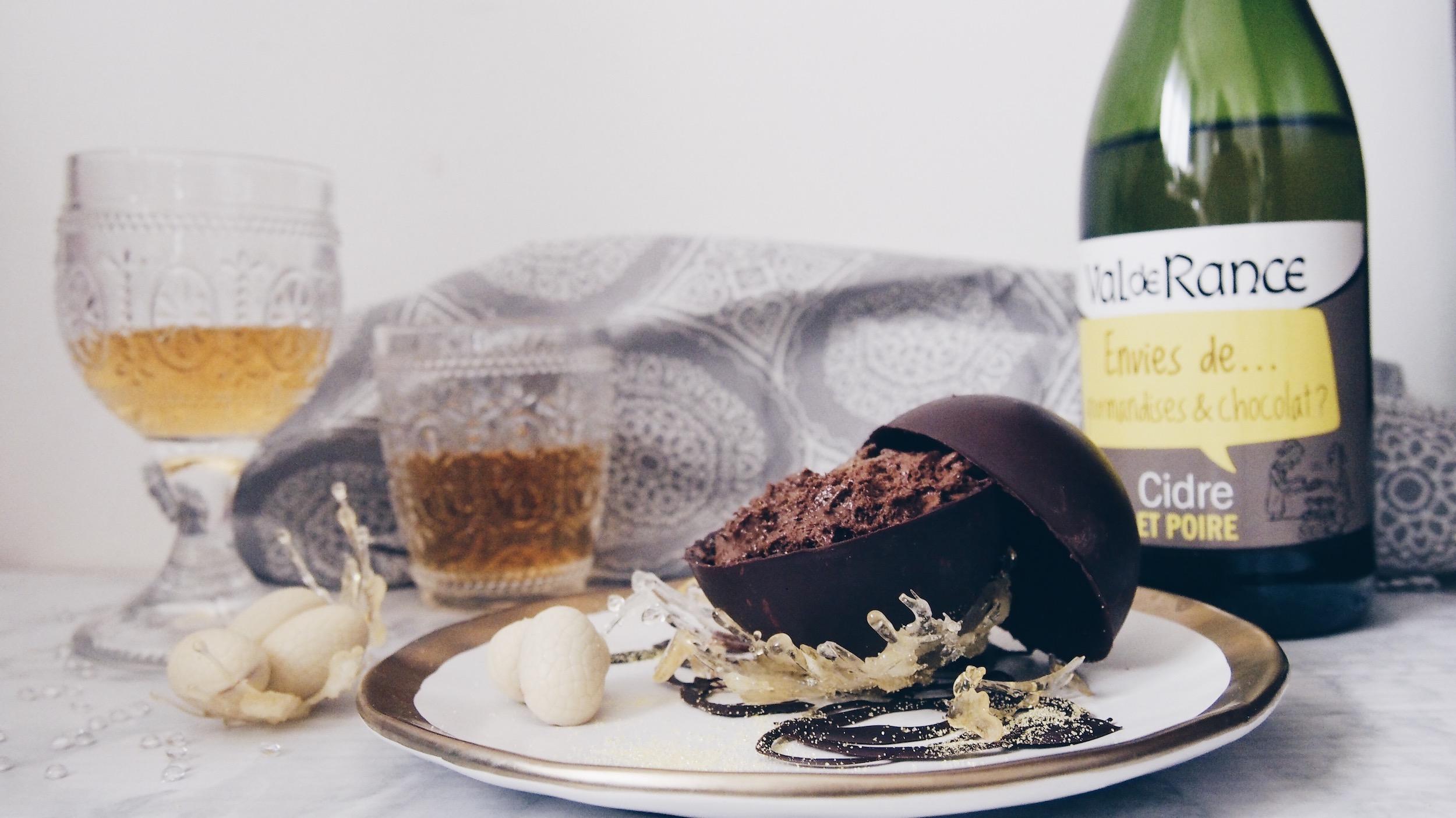 Pâques avec Val de Rance : Mousse au chocolat praliné – yuzu dans sa coque de chocolat