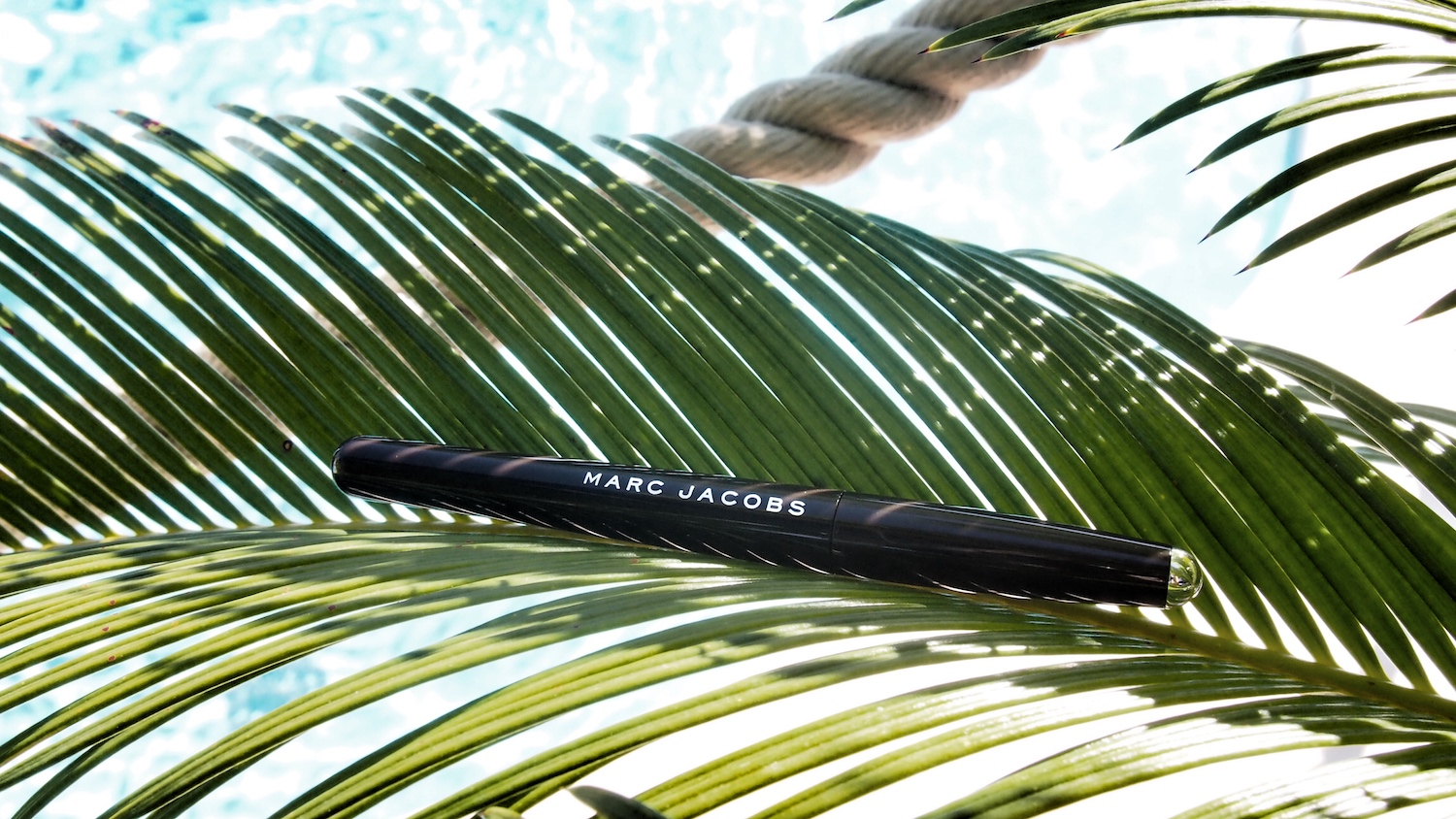 In love de l'eyeliner Magic Marc'er by Marc Jacobs